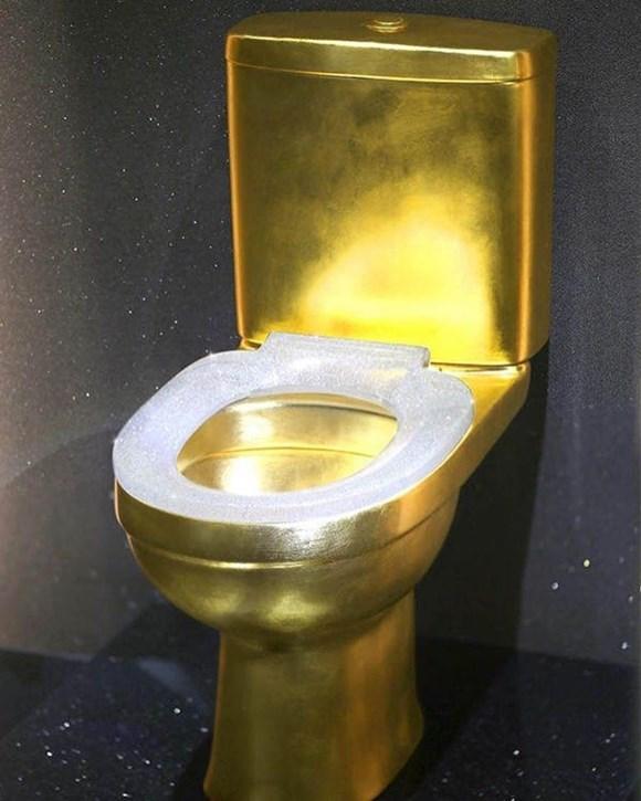 1 milyon 279 bin dolarlık elmas klozet